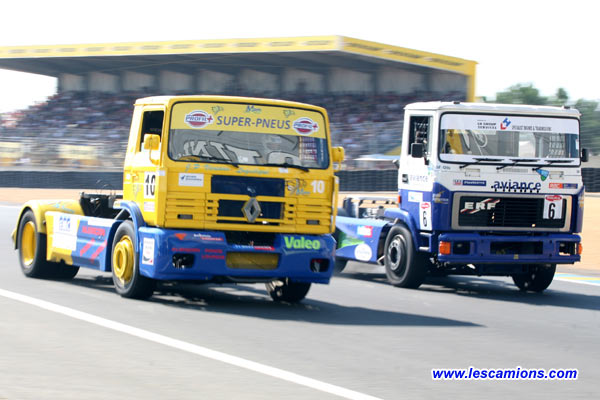 Christophe Raymond (Renault) d?passe Roger Brookfield (ERF) - Le Mans 2007